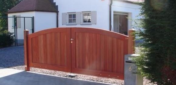 Portail d 39 entr e en bois portillons en bois portails d 39 entr e en bo - Comment poser un portillon de jardin ...
